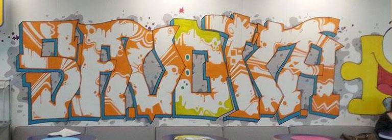 Savotta -piissi. Maalaus tehtiin seinämaaleilla ja pensseleillä, spraymaalin sijaan.